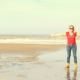 marion manders aan zee met hond